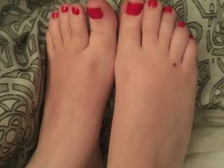 Anyone want to cum on my wife's sexy feet?
