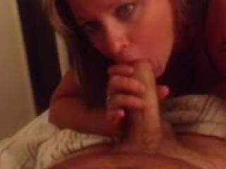 I love sucking cock. My boyfriend is a lucky guy!!
